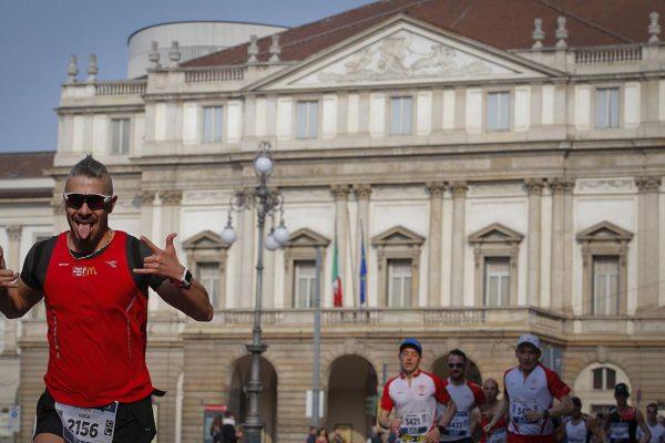Foto LaPresse - Spada 08 Aprile 2018 - Milano (Italia)   EA7 Armani  Milano Marathon  Sport  Nella foto: il passaggio presso la Scala   Photo LaPresse - Spada Aprile 08  , 2018 Milan  (Italy )   Sport  EA7 Armani Milano Marathon  In the pic:  the passage of the Milano Marathon at Scala