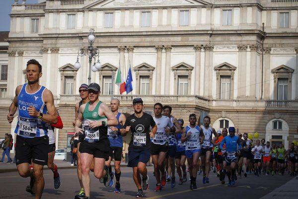Foto LaPresse - Spada08 Aprile 2018 - Milano (Italia)  EA7 Armani  Milano Marathon Sport Nella foto: il passaggio presso la Scala Photo LaPresse - SpadaAprile 08  , 2018 Milan  (Italy )  Sport EA7 Armani Milano Marathon In the pic:  the passage of the Milano Marathon at Scala