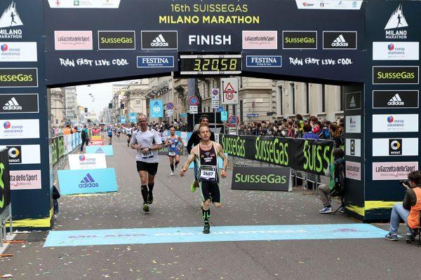 Alcuni atleti all'arrivo della Suisse Gas Milano Marathon. Milano, 03 aprile 2016.  ANSA/STEFANO PORTA