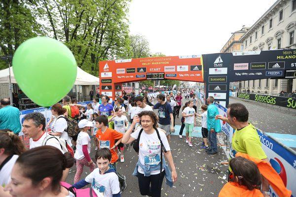 Cartelloni Striscioni arco sponsor all'arrivo della Suisse Gas Milano Marathon. Milano, 03 aprile 2016.  ANSA/STEFANO PORTA