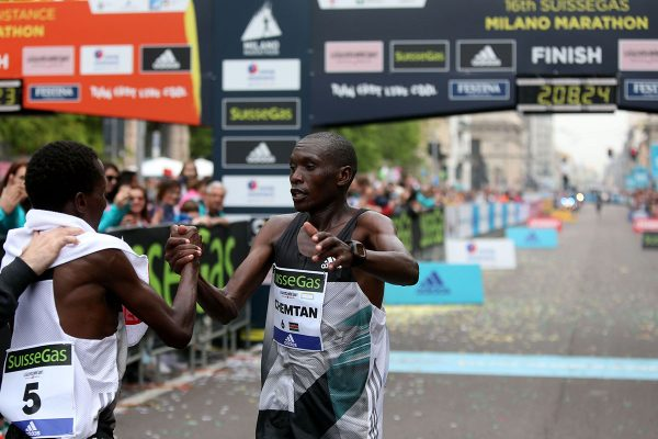 Arriivo dei primi tre uomini alla Suisse Gas Milano Marathon. Milano, 03 aprile 2016.  ANSA/STEFANO PORTA