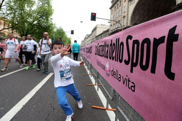 Bimbi all'arrivo della School  Marathon alla Suisse Gas Milano Marathon. Milano, 03 aprile 2016.  ANSA/STEFANO PORTA