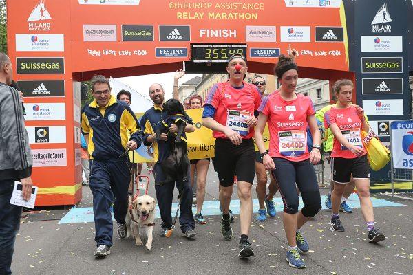 Arrivo delle Staffette e delle Charity alla Suisse Gas Milano Marathon. Milano, 03 aprile 2016.  ANSA/STEFANO PORTA
