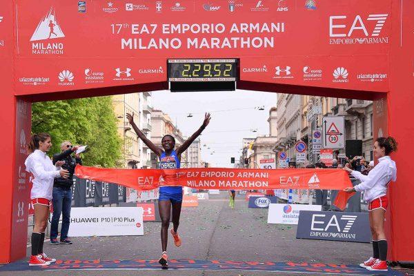 Foto  LaPresse/  Gian Mattia D'Alberto02-04-2017, MilanosportMilano Marathon EA7nella foto: la garaFoto  LaPresse/  Gian Mattia D'Alberto2017-04-02, MilanMilano Marathon EA7in the photo: the competition