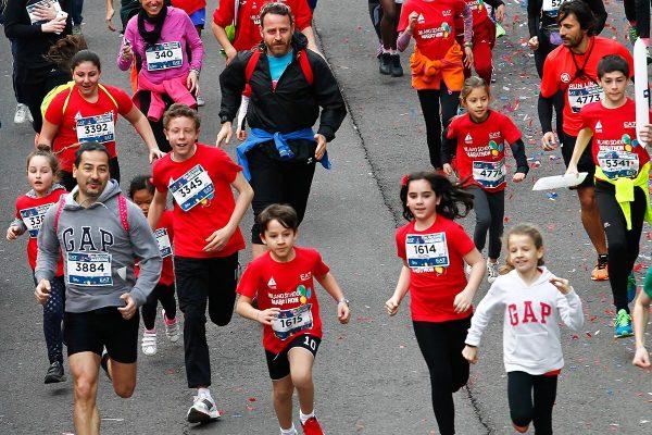 Foto  LaPresse/  Spada  02-04-2017, Milano sport Milano Marathon EA7 Emporio Armani nella foto: la gara  Photo LaPresse/ Spada 2017-04-02, Milan Milano Marathon EA7 Emporio Armani In the picture: