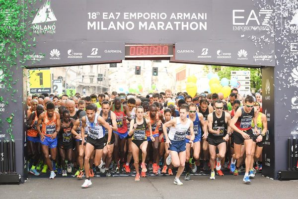 Foto LaPresse - Massimo Paolone08/04/2018 Milano (Italia)Sport Atletica LeggeraEA7 Emporio Armani Milano Marathon 2018 - 42 km (26,1 miglia)Nella foto: la partenza della garaPhoto LaPresse - Massimo Paolone08/04/2018 Milan (Italy) Sport AthleticsEA7 Emporio Armani Milano Marathon 2018 - 42 km (26,1 miles)In the pic: the start of the race