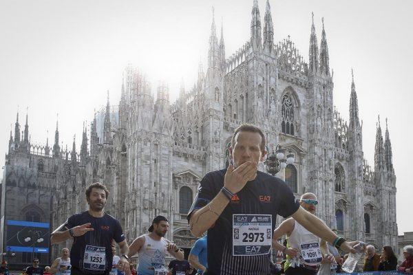 Foto LaPresse - Spada08 Aprile 2018 - Milano (Italia)  EA7 Armani  Milano Marathon Sport Nella foto: il passaggio presso il Duomo Photo LaPresse - SpadaAprile 08  , 2018 Milan  (Italy )  Sport EA7 Armani Milano Marathon In the pic:  the passage of the Milano Marathon at Duomo