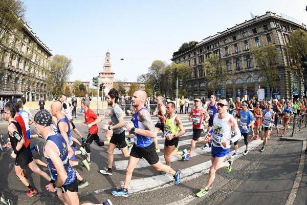 Foto LaPresse - Massimo Paolone08/04/2018 Milano (Italia)Sport Atletica LeggeraEA7 Emporio Armani Milano Marathon 2018 - 42 km (26,1 miglia)Nella foto: il passaggio della gara vicino al Castello SforzescoPhoto LaPresse - Massimo Paolone08/04/2018 Milan (Italy) Sport AthleticsEA7 Emporio Armani Milano Marathon 2018 - 42 km (26,1 miles)In the pic: the passage of the race near the Castello Sforzesco