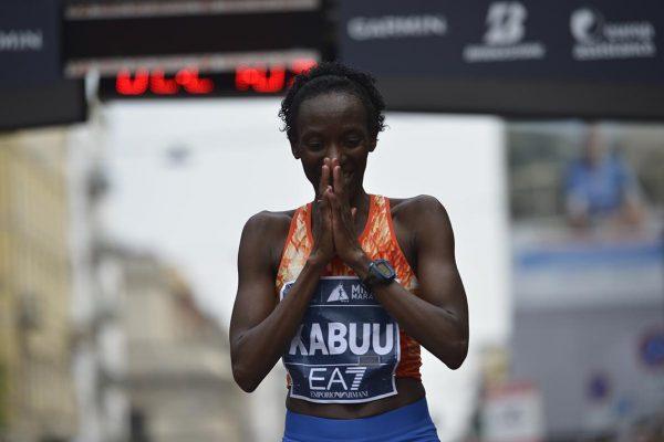 Prima Donna Maratona_Lucy KABUU_2