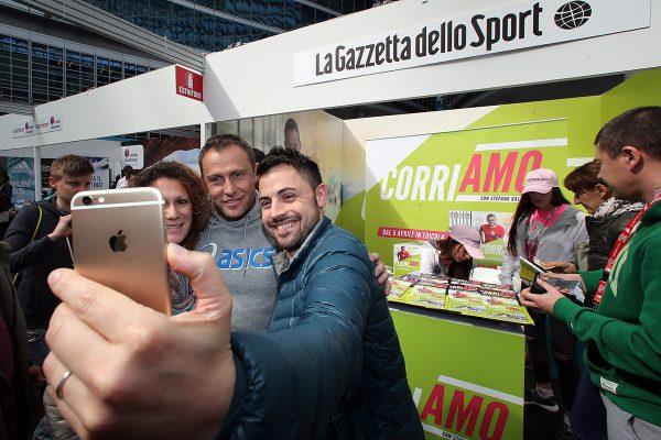 Stefano Baldini al  marathon Village allestito in piazza Lombardia in occasione della 16¡ edizione della SuisseGas Milano Marathon, 2 aprile 2016.ANSA / MATTEO BAZZI