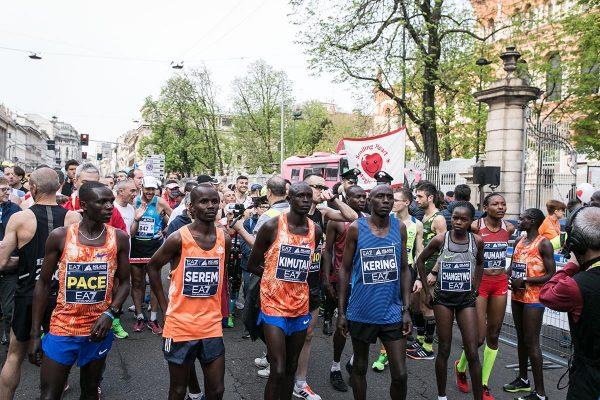 Foto LaPresse - Stefano De Grandis08 Aprile 2018 - Milano (Italia)  EA7 Armani  Milano Marathon Sport Nella foto: riscaldamentoPhoto LaPresse - Stefano De GrandisAprile 08  , 2018 Milan  (Italy )  Sport EA7 Armani Milano Marathon In the pic: warm up